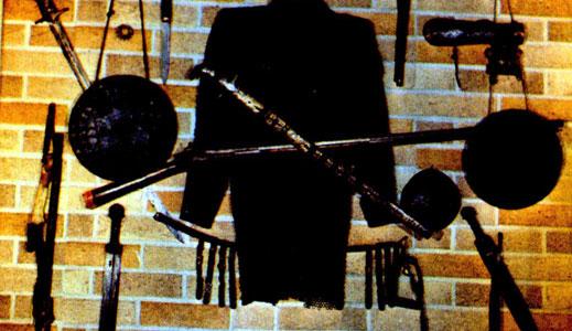 Что может лучше украсить дом, чем коллекция старинного оружия?